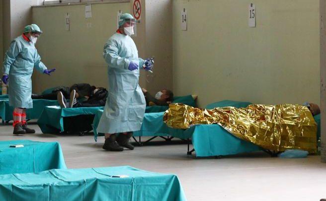 Coronavirus in Lombardia oltre 700 in terapia intensiva Gallera Vicini a punto di non ritorno Polemiche sulle mascherine Sono stracci