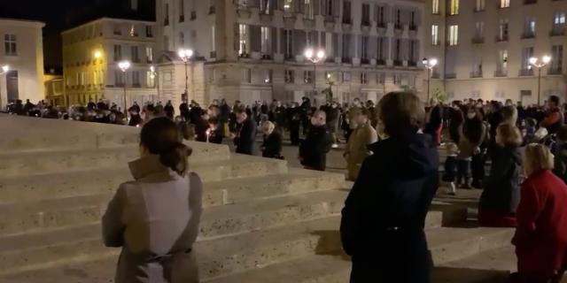 Francia il governo minaccia i cattolici Se si riuniscono li multiamo