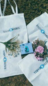 Borsa in tela e radiolina di Radio Maria9